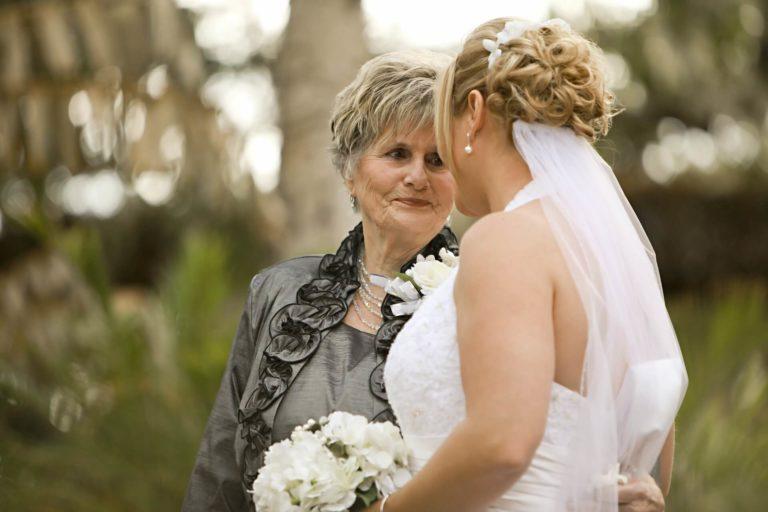 אמא בארגון החתונה