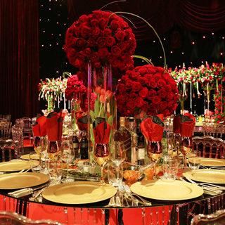 סידור פרחים באווירה אדומה